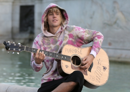 """Top Secret"" Justin Bieber Project Ordered at YouTube!"